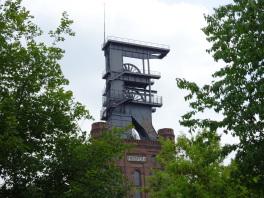 Malakoffturm der Zeche Prosper II in Bottrop mit eingezogenem Fördergerüst