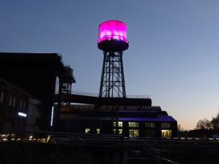 WestPark Bochum - ehemaliger Standort vom Bochumer Verein - illuminierter Wasserturm